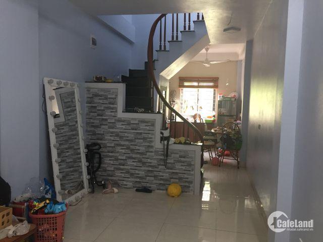 Chỉ 1,7 tỷ mua được ngay nhà 3 tầng,  tại Thạch Bàn, Long Biên