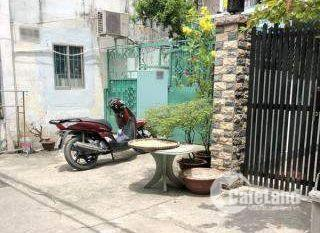 Bán gấp nhà hẻm xe hơi Nguyễn Thần Hiến, quận 4.