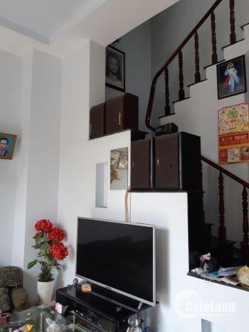 Bán nhà 2 lầu, đường 144, p.Tân Phú, SHR