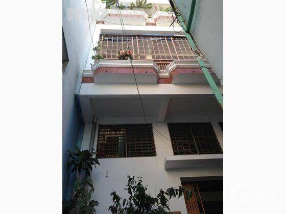 Bán gấp nhà 3 lầu đường Phan Đình Phùng, quận Phú Nhuận, cách mặt tiền 30m.  DT : 5mx18m  Nhà 1 trệt 2 lầu sân thượng  Hẻm thông ra trường sa, nhà cách mt 30m.