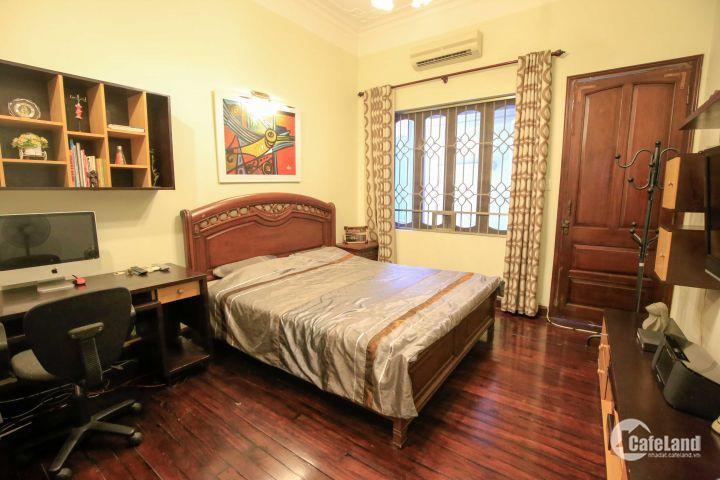 Cho thuê nhà đẹp giá rẻ ngõ Đội Cấn, ngay gần mặt đường Đội Cấn, DT: 72m2 x 4T, giá chỉ 20tr/tháng