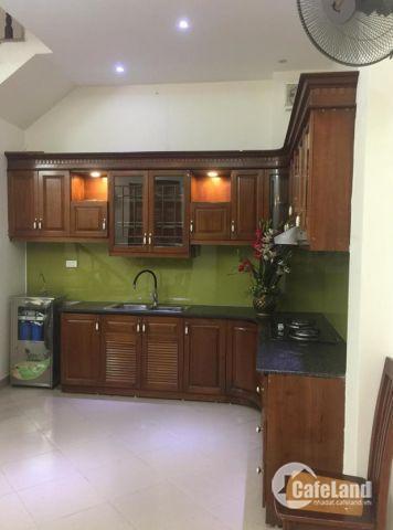 Bán nhà riêng sát phố Chùa Bộc, nhà đẹp giá chỉ 2,6 tỷ.