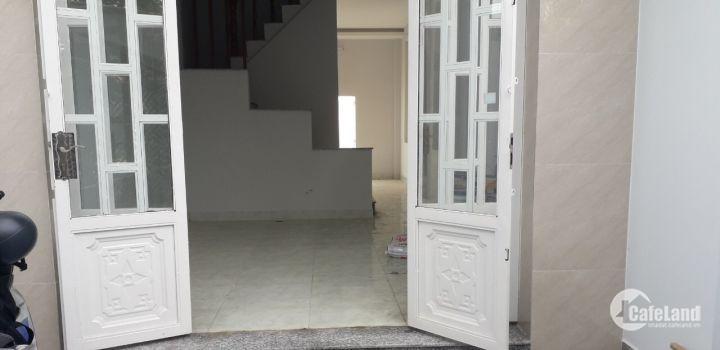 Bán nhà chợ Hưng Long, HXH 8m, hoàn thiện giá 1.2 tỷ/căn, shr