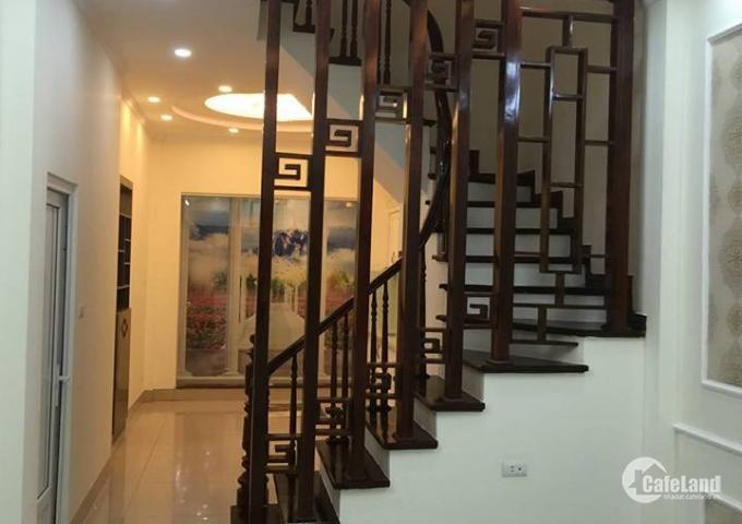 Bán nhà 5 tầng 2,5 tỷ hướng Đông Nam trung tâm phường Long Biên.