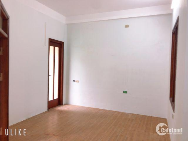 Bán nhà 3 tầng, nội thất hoàn thiện cơ bản