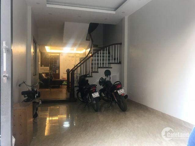 Bán nhà lô góc, ô tô vào nhà 42m Nguyễn Ngọc Vũ - Cầu Giấy giá 5.5 tỷ