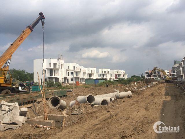Bán nhà phố vườn Dragon Village - Phú Long mặt tiền phường Phú Hữu, Quận 9