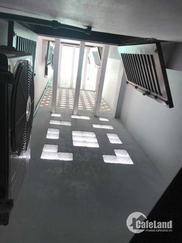 Cho thuê nhà nguyên căn 5 tầng ngay mặt tiền Đào Duy Từ, gía 30 triệu/tháng.