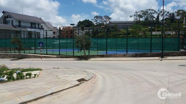 Bán lô đất 2 mặt tiền đường dự án Golf Valley, TP Đà Lạt, 403m2, 65tr/m2. LH: 0908 74 84 95