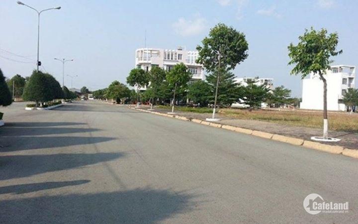 Bán 4 lô đất MT Tây Hòa, Quận 9. Giá 900 Triệu/100M2, SHR, XDTD, LH Văn Mến 0936.975.340