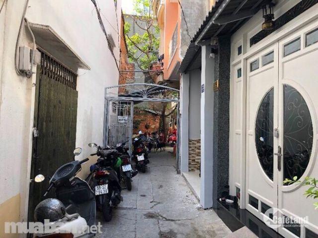 Cần  bán  nhà  đẹp  Đinh Tiên  Hoàng p 3 Bt.    +  Dt  :3.3x13,5m,nở  hậu  đều 3.48m.    + Gồm  1 trệt, 1 lầu, 2 pn, 2 wc.    + Nhà  đẹp  như  hình.Khu  dân  tr