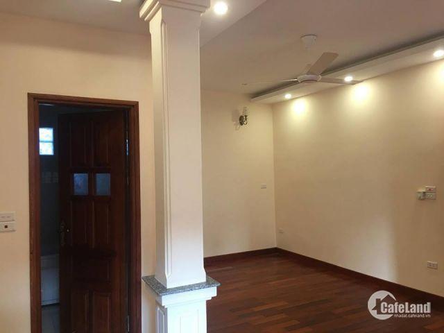 Cho thuê biệt thự vị trí đẹp là văn phòng, công ty tại KĐT Việt Hưng. S: 210m2