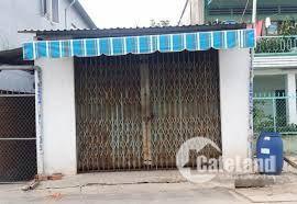 Cần tiền trang trải bán nhanh nhà nát chủ yếu lấy đất xây dựng ngay sát bệnh viện Xuyên Á, cách chỉ 2km, với diện tích 70m2, có sổ hồng riêng với giá 490 triệu.