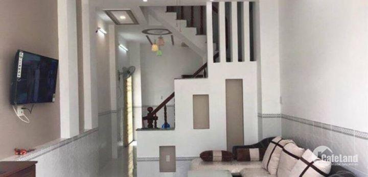 Định cư nước ngoài cần bán lại căn nhà nằm gần mặt tiền đường của Lãnh Binh Thăng
