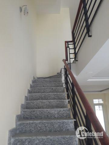 Cần bán nhà hoàn thiện 2 lầu view công viên 5x15