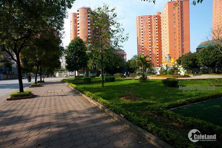 Cần bán căn hộ 2PN, tầng trung, 57m2, giá 2 tỷ 050- KĐT nghĩa đô, Hoàng quốc việt.