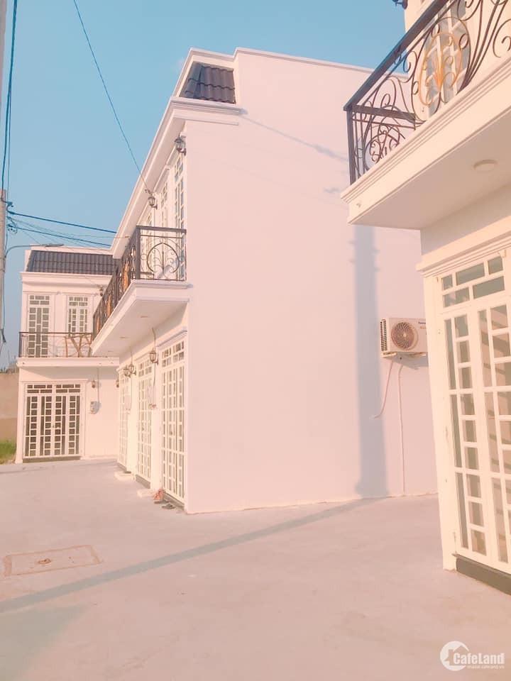 Nhà đẹp, mới toanh 1 Trệt 2 Lầu đúc thật 100%. Giá bèo nhèo.