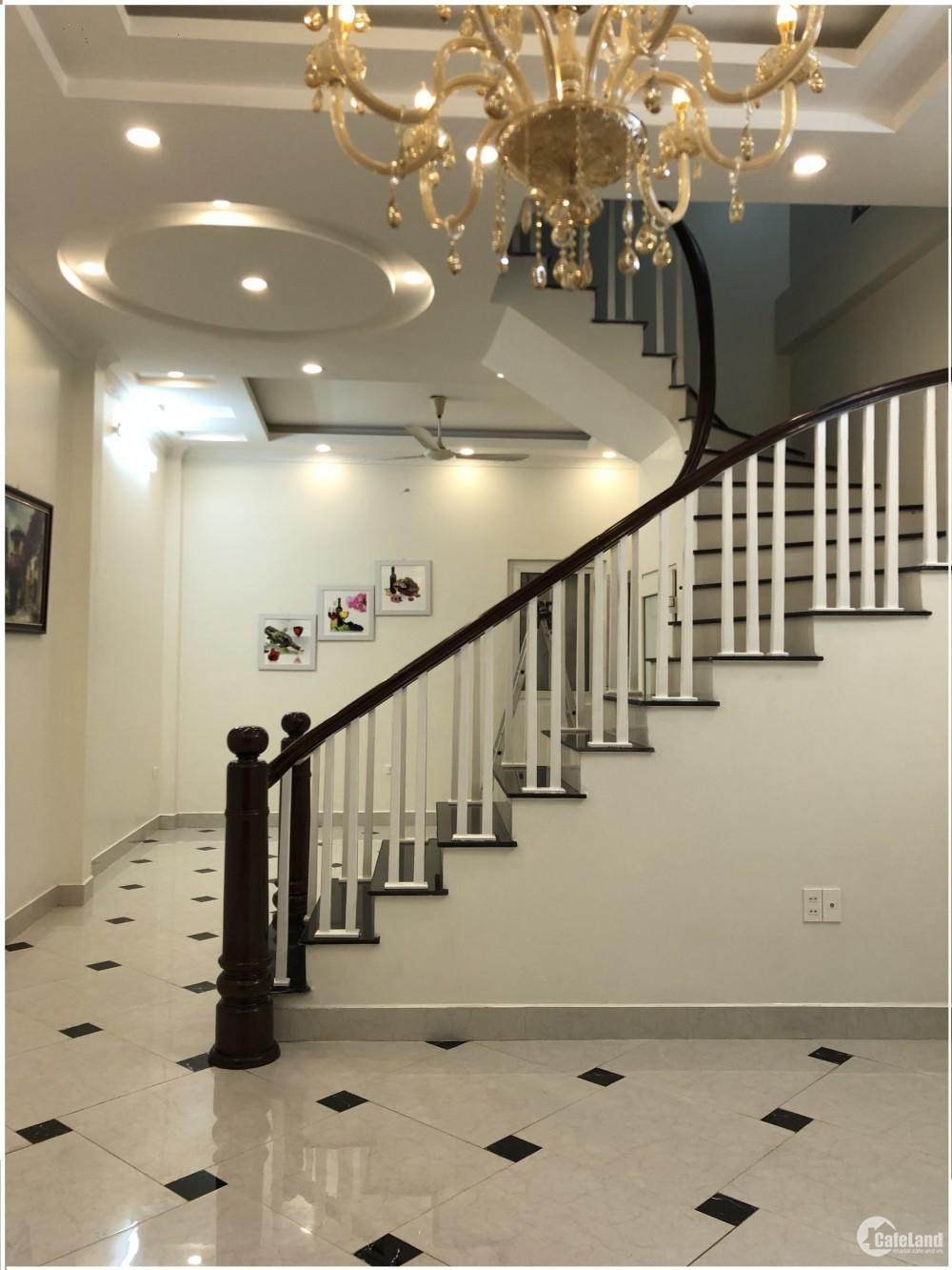 Bán nhà ngõ 61 Lạc Trung khu phân lô VIP, DT 70m2x5T MT 5m, 2 mặt đường trước sau rộng 8m giá 7.9 tỷ