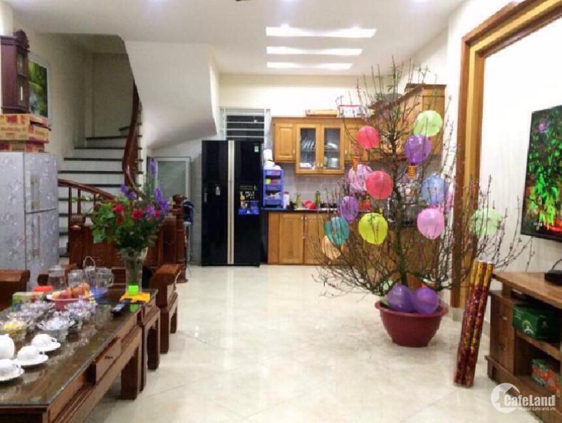 Chính chủ bán nhà phố Tôn Thất Tùng, DT 32m2 – 4 tầng, 15m ra phố.