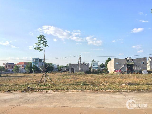 Cần bán lô đất đẹp vuông vắn 450m2 ngay chợ dân sinh Bình dương, dễ kinh doanh. LH Cô Bốn