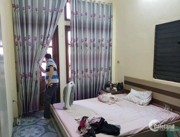 Bán nhà mặt phố Nguyễn Văn Trỗi 4 tầng 2.9 tỷ. LH 0913459393.