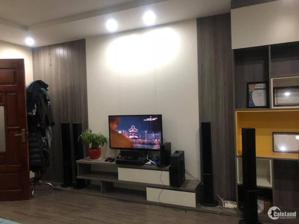 Cho thuê nhà mặt phố Nguyễn Đình Hoàn. 6 tầng, 45 triệu