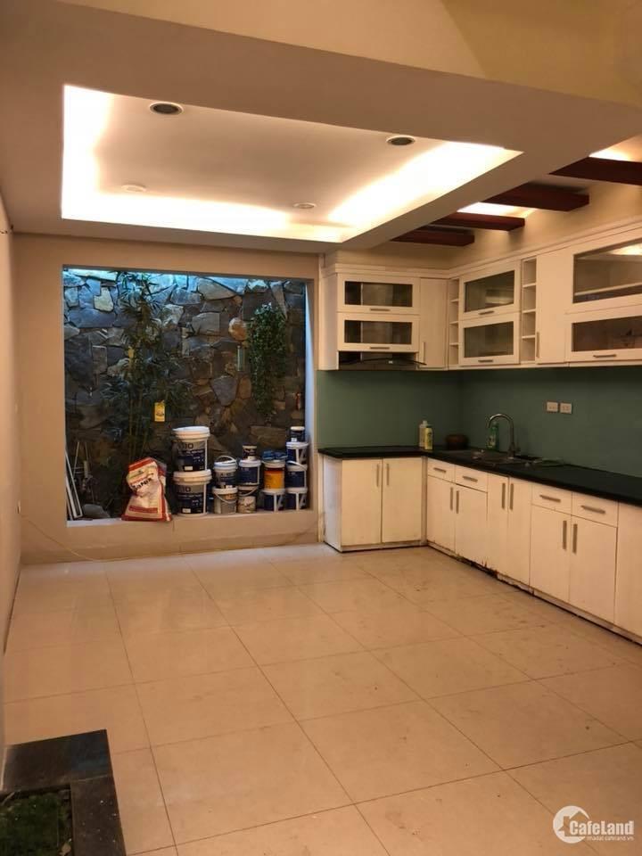 Cho thuê nhà mặt phố Vũ Tông Phan. 5 tầng, 72m2, mặt tiền 6m