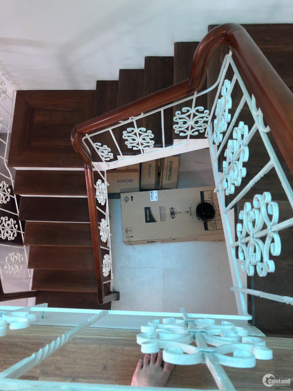 Cần bán căn nhà 3 tầng, đường trưng nữ vương, hải châu, giá hấp dẫn, lh 07684568