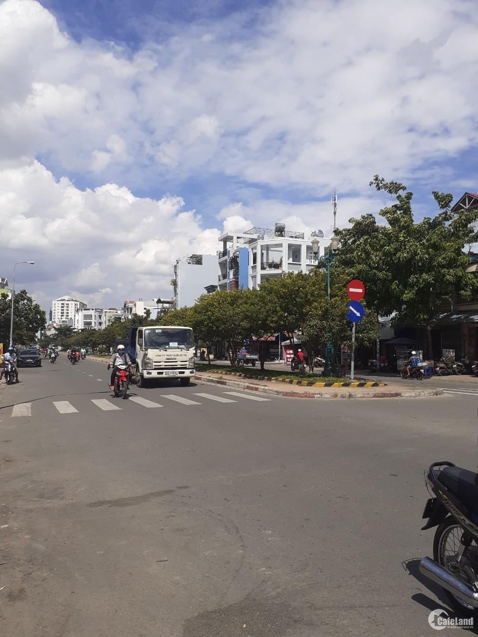 Bán nhà MTKD  Lê Thúc Hoạch Q,Tân Phú  DT 4x17m  nhà cấp 4  vị trí đẹp