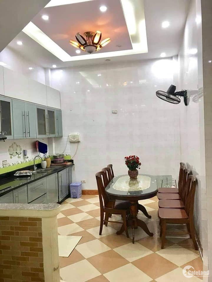 Bán nhà ngõ 255 Lĩnh Nam, Hoàng Mai, ô tô đỗ cửa, 42m2, 4 tầng, 3.35 tỷ.