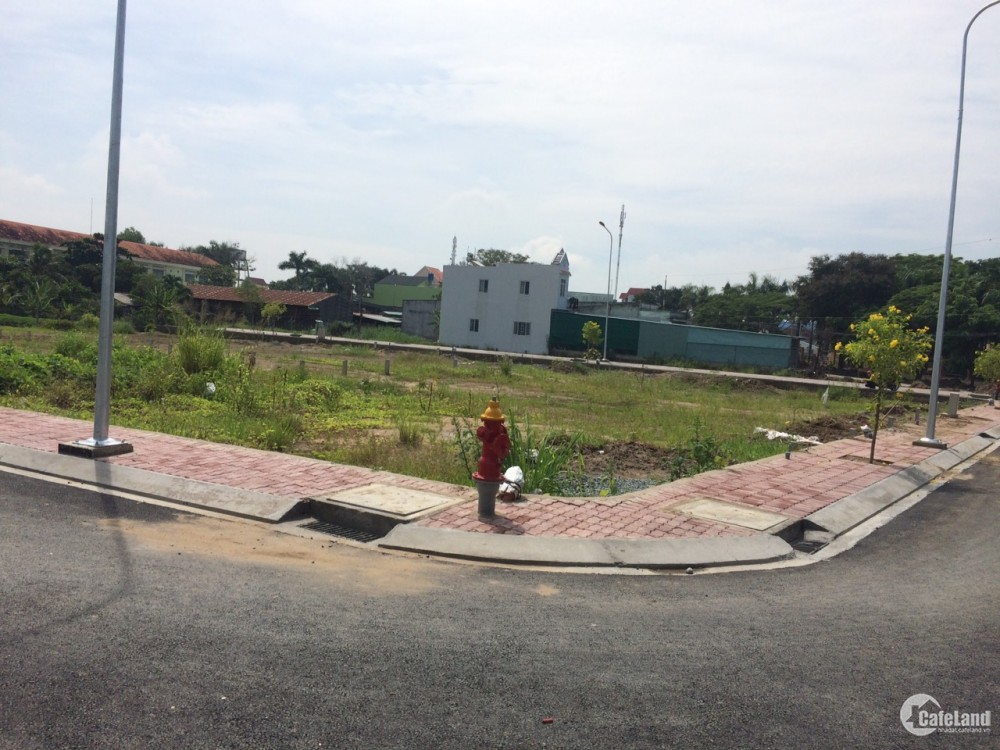 đất nền thị trấn rạch kiến nằm ngay mặt đường và trường học