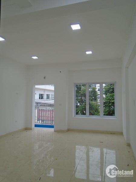 Cho thuê nhà Phạm Văn Đồng 30m2x7 tầng 30tr/tháng