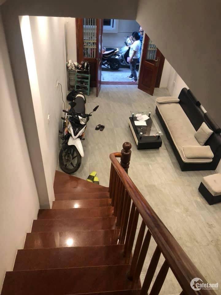Bán nhà chính chủ phố Trung Hòa, DT30, 3T, MT3.8, ngõ rộng.