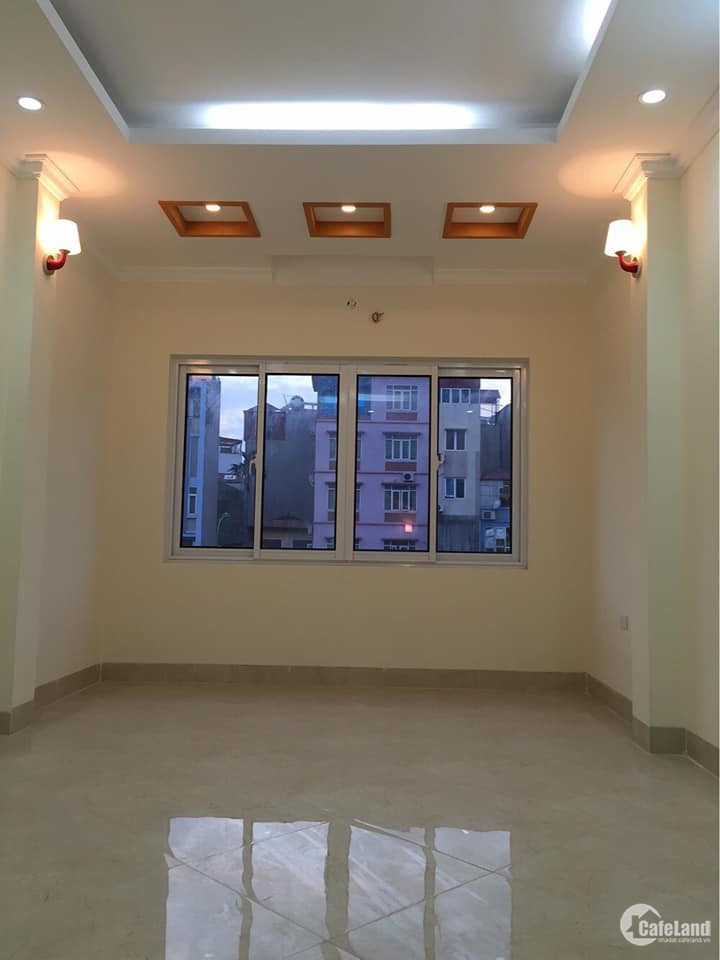 Nhà mặt phố Trường Chinh, 40m2, 5 tầng, vỉa hè, chỉ 5.6 tỷ
