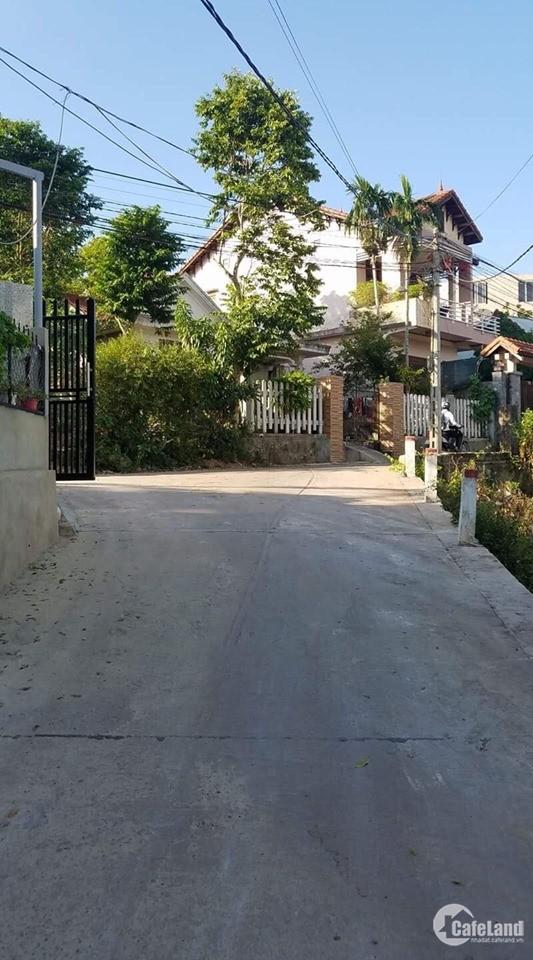 Đất kiệt Thanh Hải gần nhà máy nước Quảng Tế.