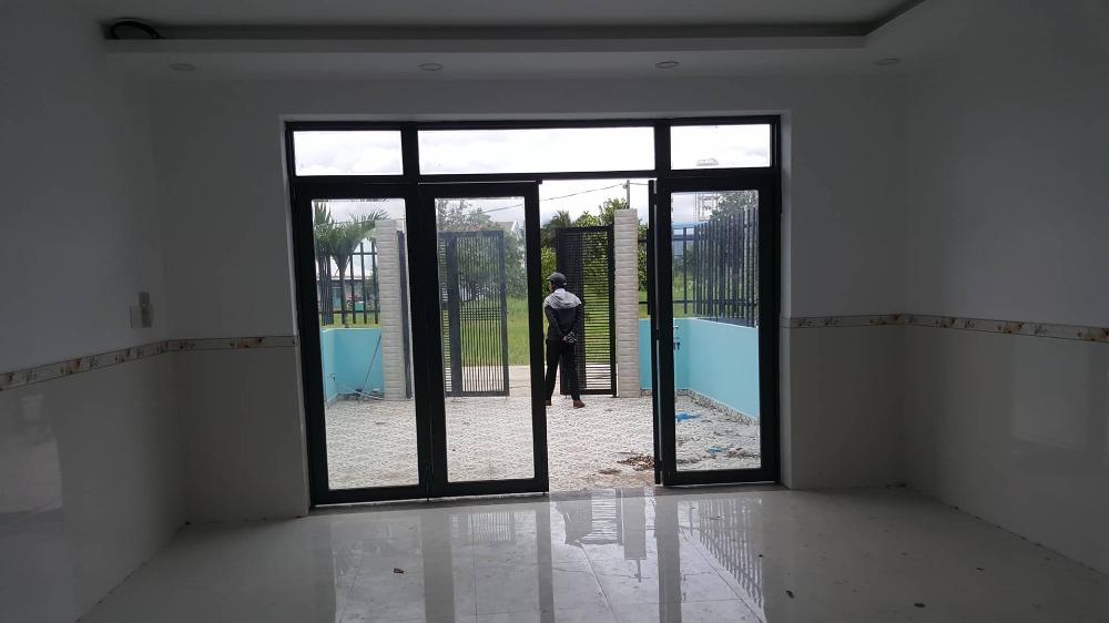 Bán nhà kdc Like Home 3, giá 2 tỉ, có sổ hồng riêng, gần chợ Bình Chánh 3 phút