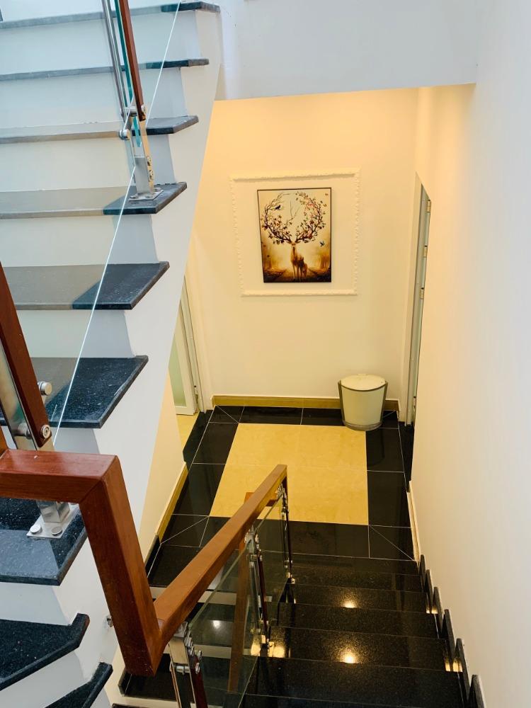 Bán CHDV Nguyễn Trãi Q1, công nhận 76m2,hiện đang có 16 căn hộ, thu nhập 65tr.
