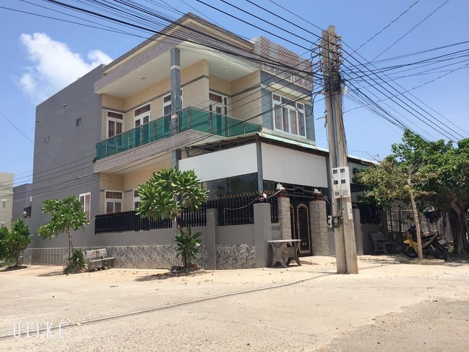 Bán nhà trung tâm huyện đảo Phú Quý sổ chính chủ để lại toàn bộ nội thất