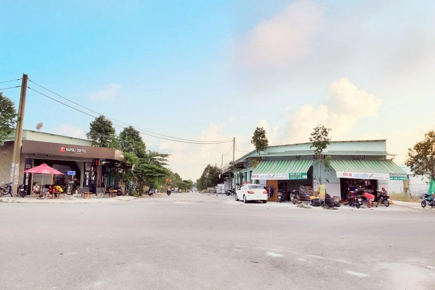 Bán rẻ lô đất đối diện chợ, trường cấp 1, cách đường Mỹ Phước - Tân Vạn 500m