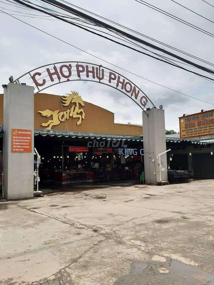 Cần Ra Gấp Lô Đất Gần Chợ Phú Phong,Đường Nhựa 17m.Sổ Hồng Riêng