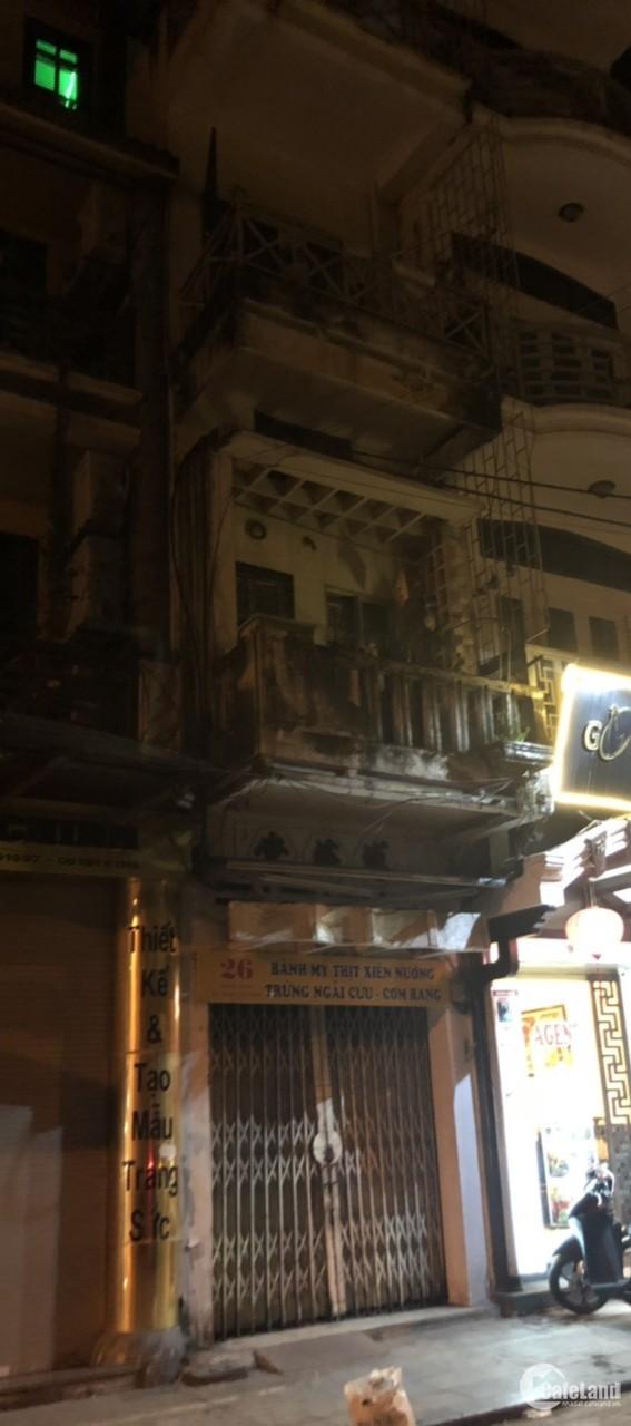 Cho thuê nhà phố 26 Hàng Quạt 4 tầng có ban công