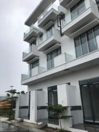 Bán Gấp Căn nhà gần cầu Phú Mỹ MT 8m, 1 Trệt + 2 Lầu+ 4PN+4WC+1PK+1P. Thờ