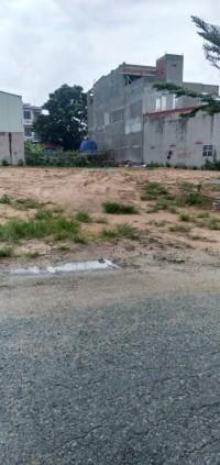 Bán gấp lô đất 2 mặt tiền gần chợ