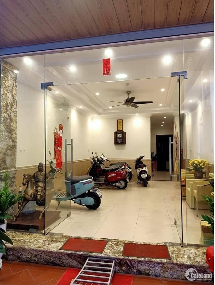 Bán tòa building Hoàng Cầu, 58m2*7T, thang máy, ô tô, kinh doanh 12.1 tỷ.