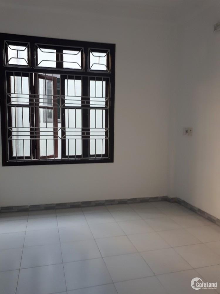 Bán nhà Ngõ Giáp Bát, Ở luôn, cho Thuê, DT28m*5 Tầng, giá 2 tỷ 88