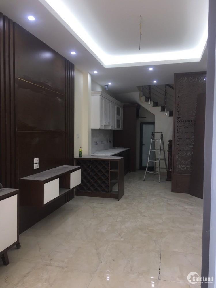 Bán nhà Việt Hưng, Long Biên, 32m, 5 tầng, ô tô đỗ cửa, đường thông, đủ nội thất