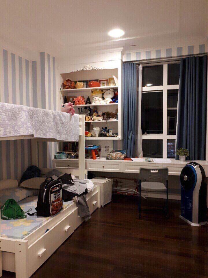 Gấp cho thuê căn hộ Sunrise City View (3 phòng) , q7