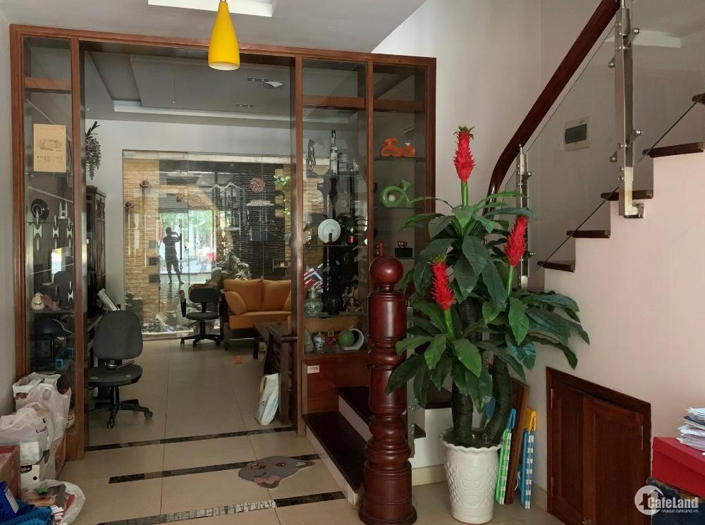 Chính chủ bán nhà liền kề 35 LK6B Làng Việt Kiều Châu Âu.