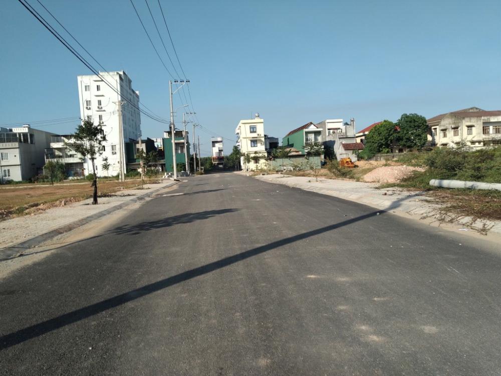 Bán lô đất KDC Thị trấn La Hà ngay sau khách sạn Red