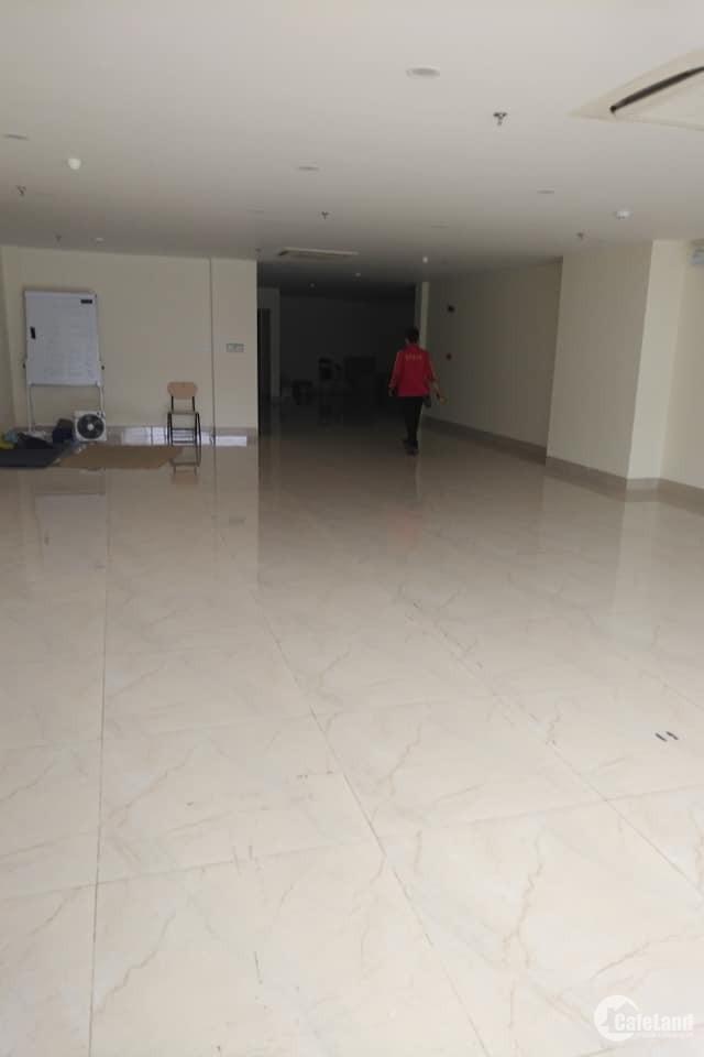 Chính chủ cần cho thuê văn phòng mặt phố Duy Tân 150m 30tr gồm thuế phí